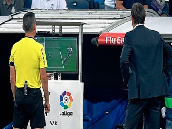 Real vẫn bị Barca cho ngửi khói